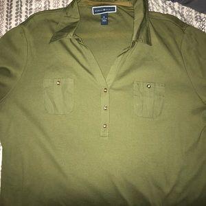Quarter sleeve green shirt with buttons